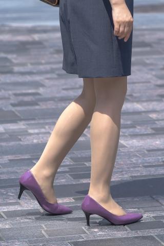 肉丝袜制服街拍高跟OL主管的漫步