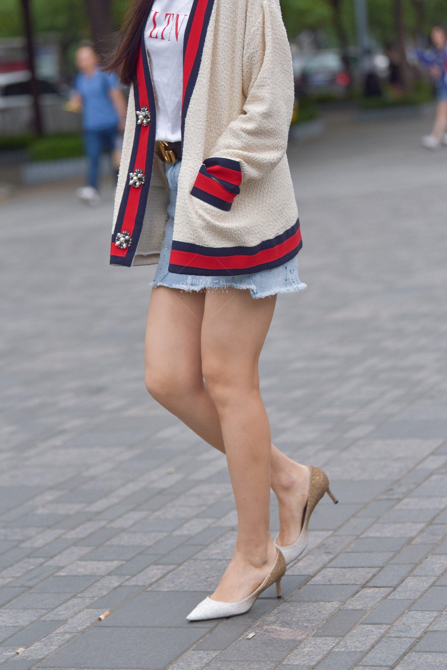 街拍长腿,街拍长腿美女,街拍美女 时尚 长腿美女 最新街拍丝袜图片 街拍丝袜第一站
