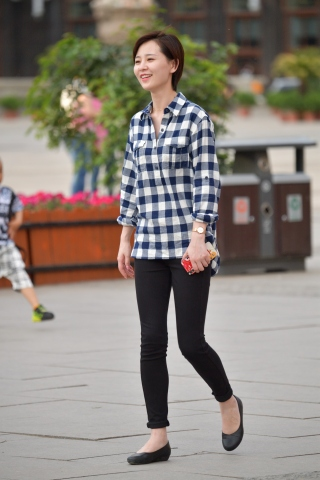 VIP街拍图片发布  短发黑裤格子衫-13张 街拍第一站全网原创独发!
