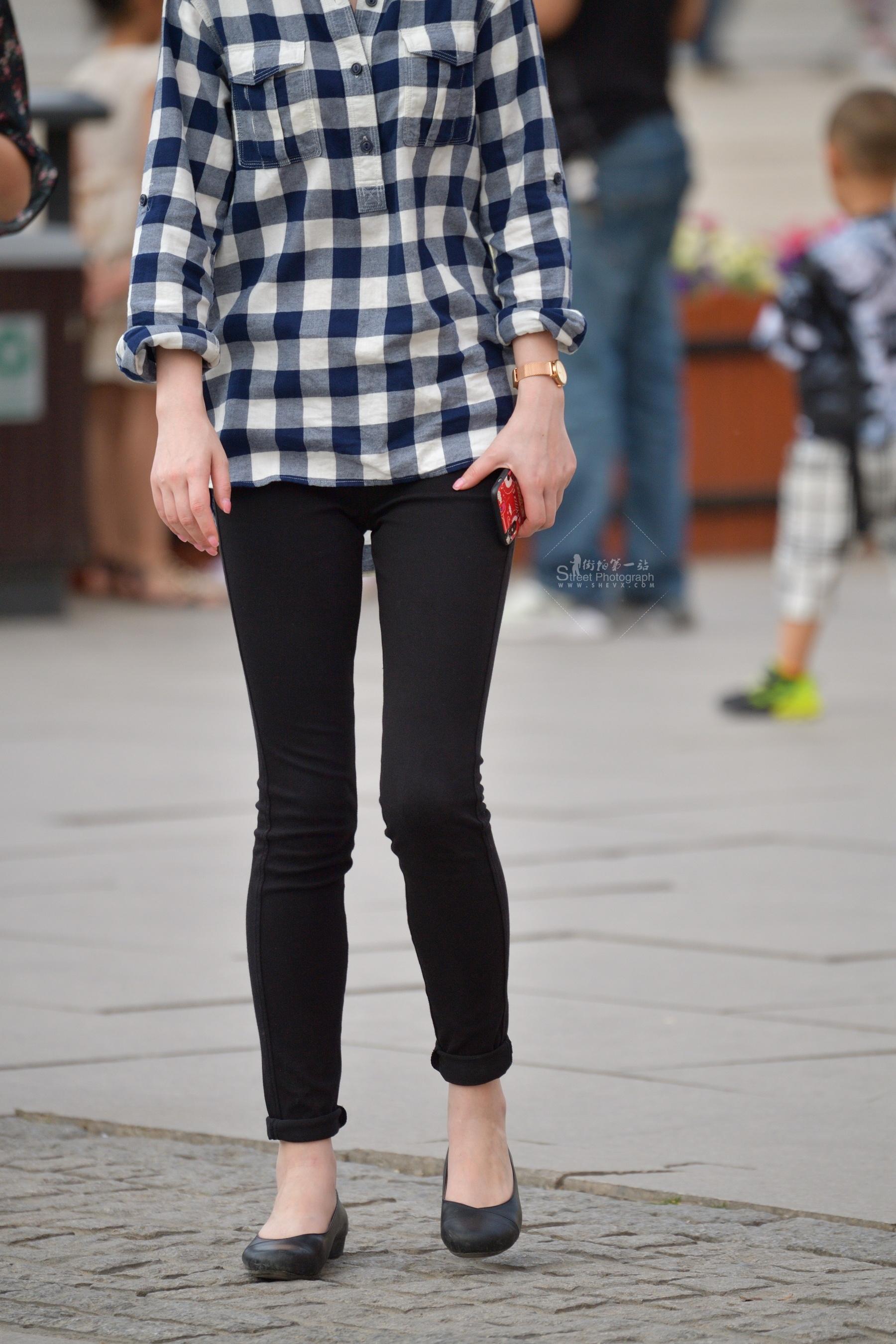 短发黑裤格子衫 街拍美女图片发布 街拍丝袜第一站