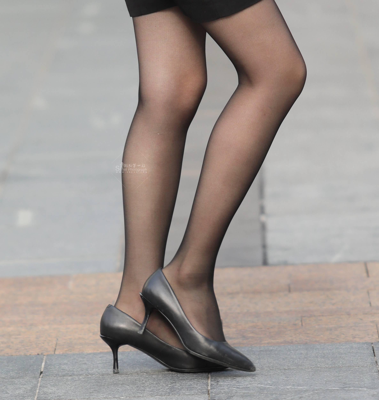 街拍黑丝,街拍长腿,街拍高跟,街拍黑丝高跟 【珏一笑而过】 黑丝高跟大长腿 最新街拍丝袜图片 街拍丝袜第一站
