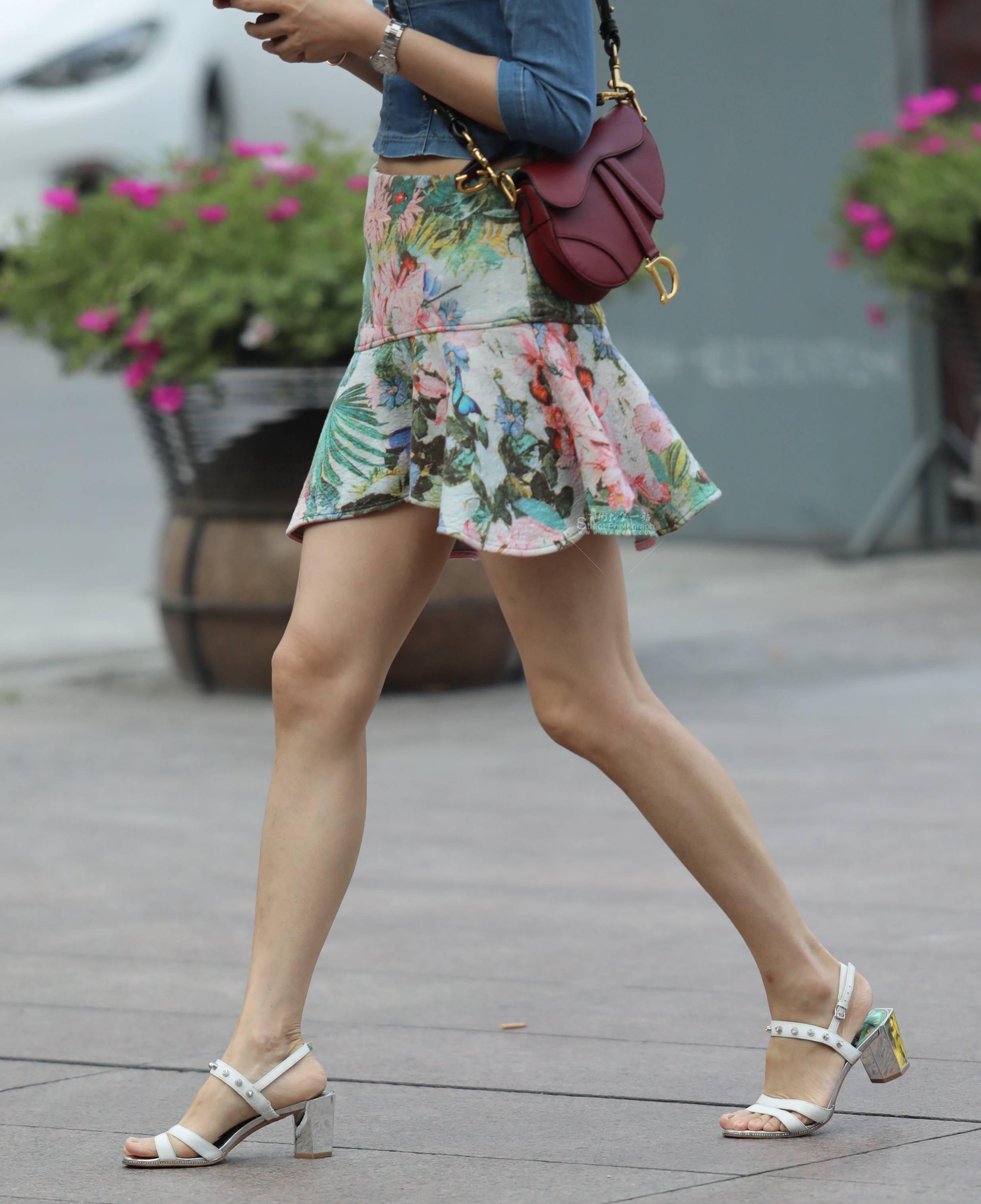【珏一笑而过】气质花裙Shao Fu 最新街拍丝袜图片 街拍丝袜第一站