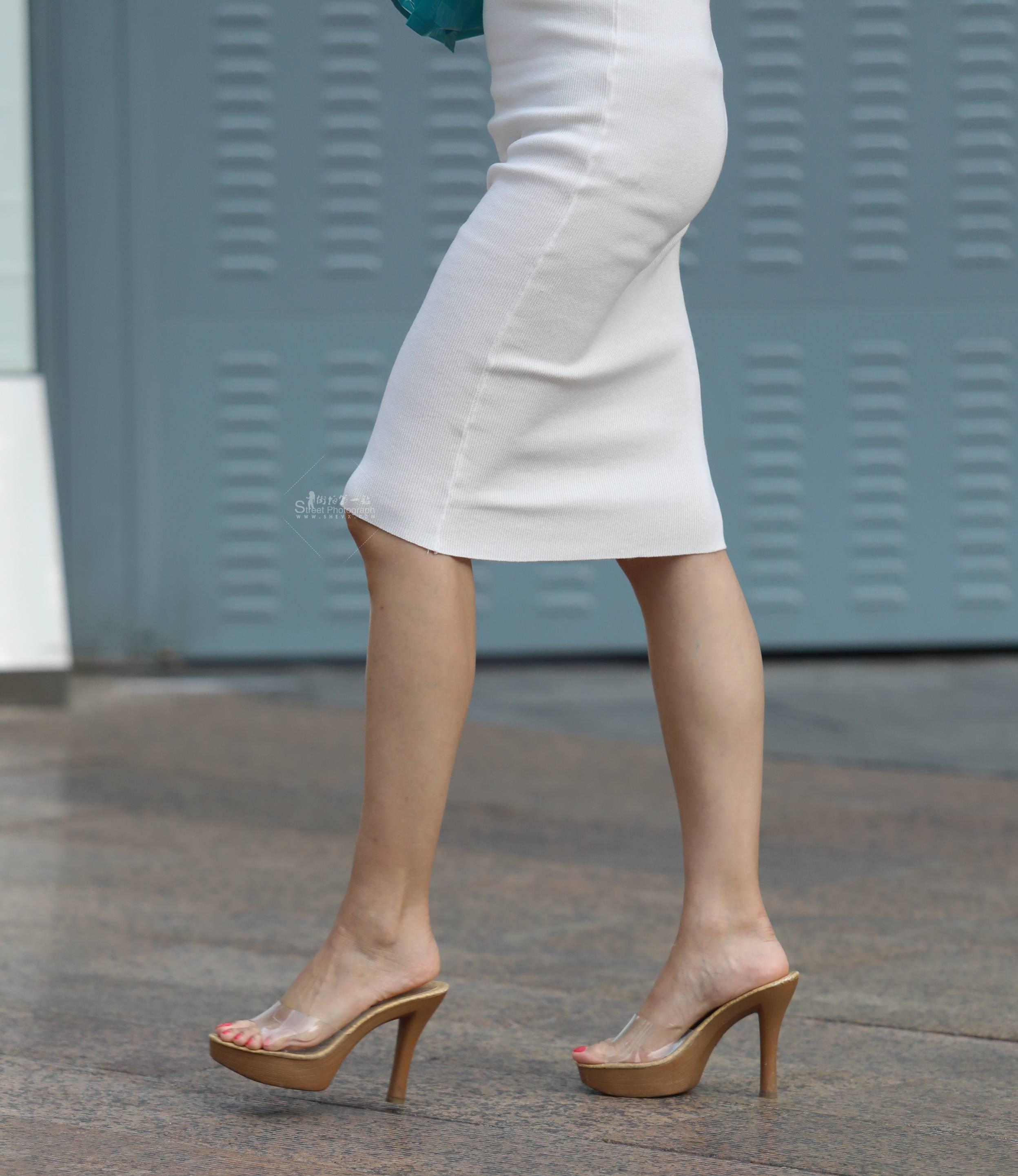 街拍高跟 【珏一笑而过】气质白裙 高跟 最新街拍丝袜图片 街拍丝袜第一站