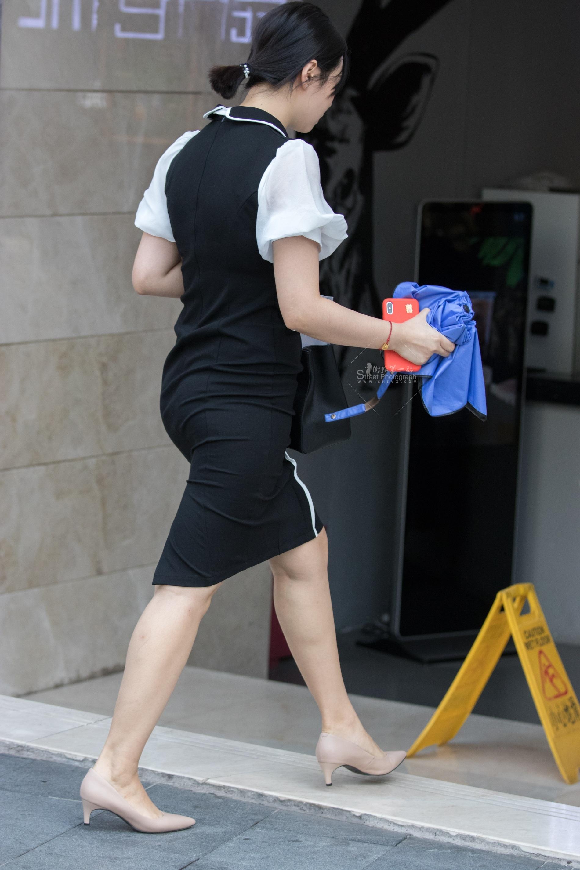 街拍高跟 俊风摄影+重庆9月30贴 颜值身材气质不错饱满紧凑肉色 高跟M腿Shao Fu 最新街拍丝袜图片 街拍丝袜第一站