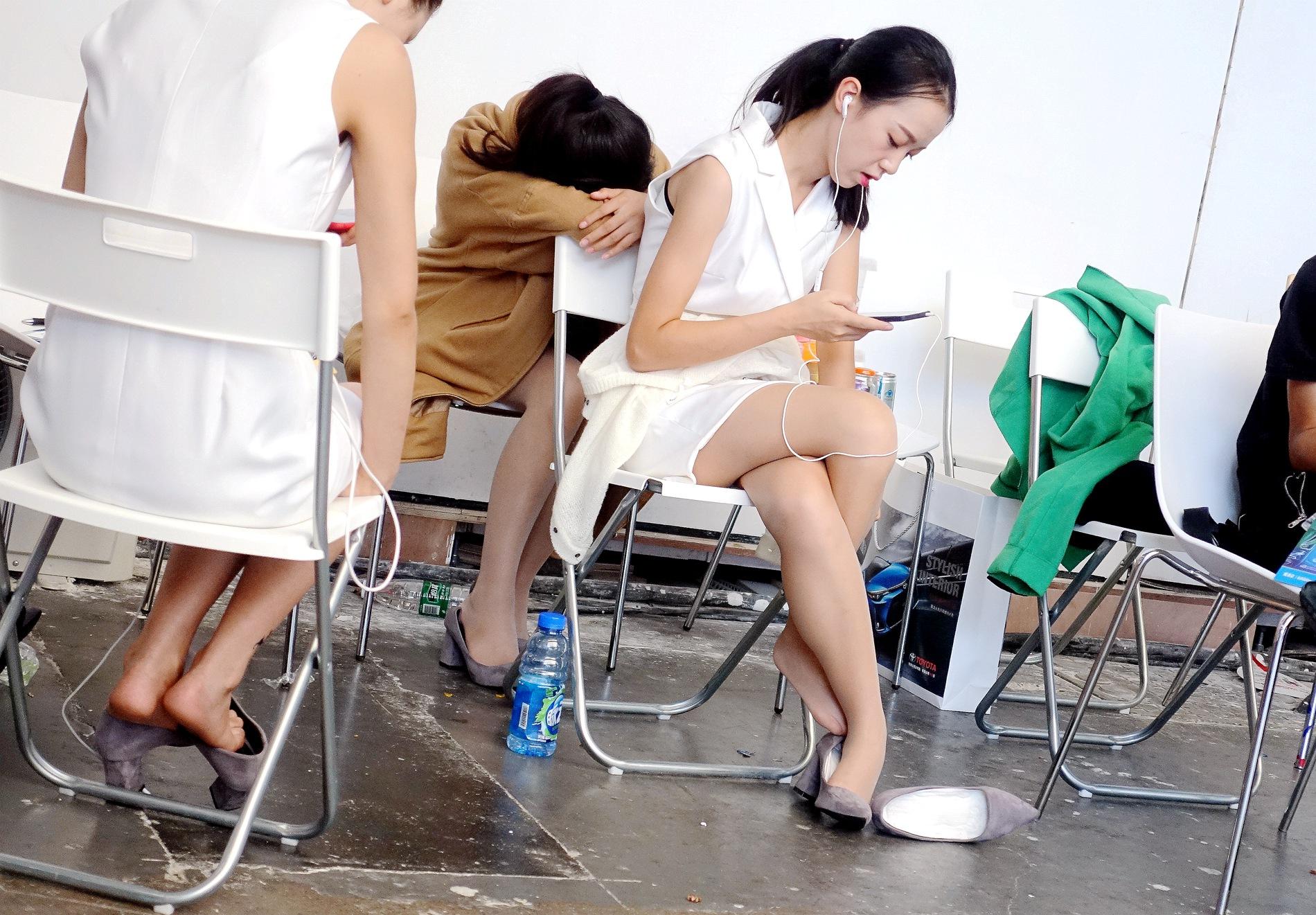 街拍丝袜,街拍丝袜美女,街拍美女 【jim2】白套裙肉 丝袜美女(12p) 最新街拍丝袜图片 街拍丝袜第一站