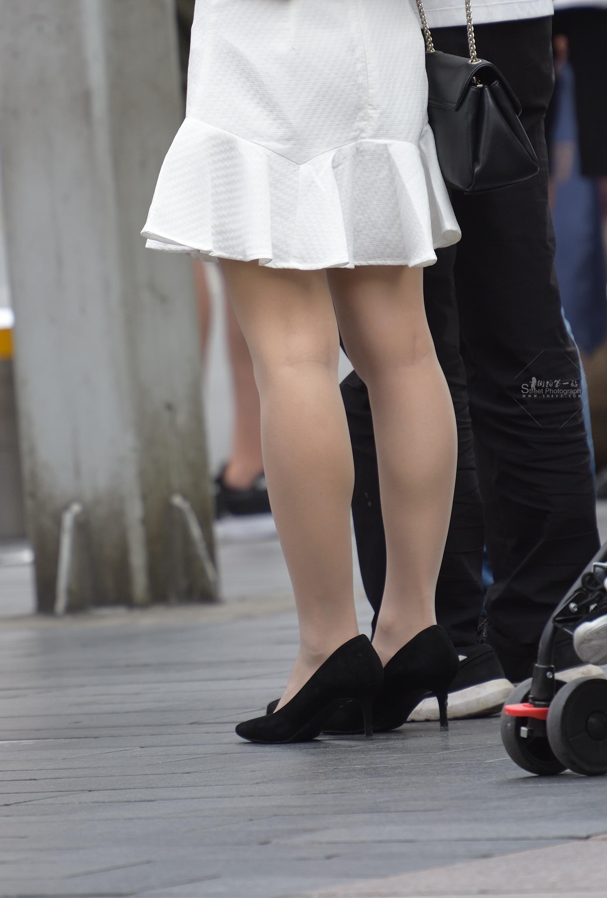 街拍肉丝袜袜,街拍丝袜,街拍肉丝袜袜袜 肉丝袜袜奉献一组 最新街拍丝袜图片 街拍丝袜第一站