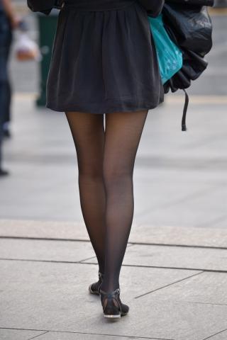 黑裙街拍黑丝-26张