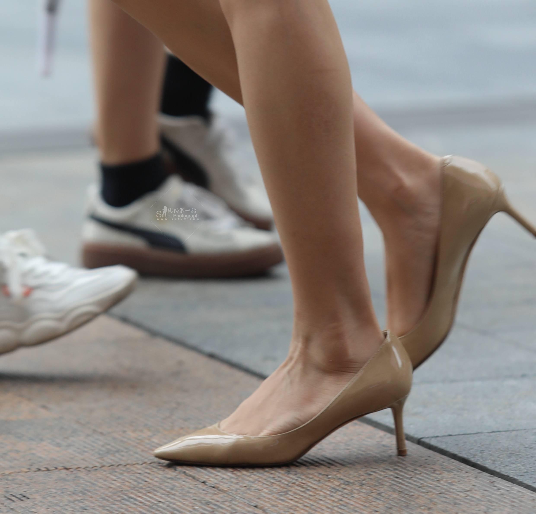 街拍高跟,街拍短裙 【珏一笑而过】短裙 高跟Shao Fu 最新街拍丝袜图片 街拍丝袜第一站