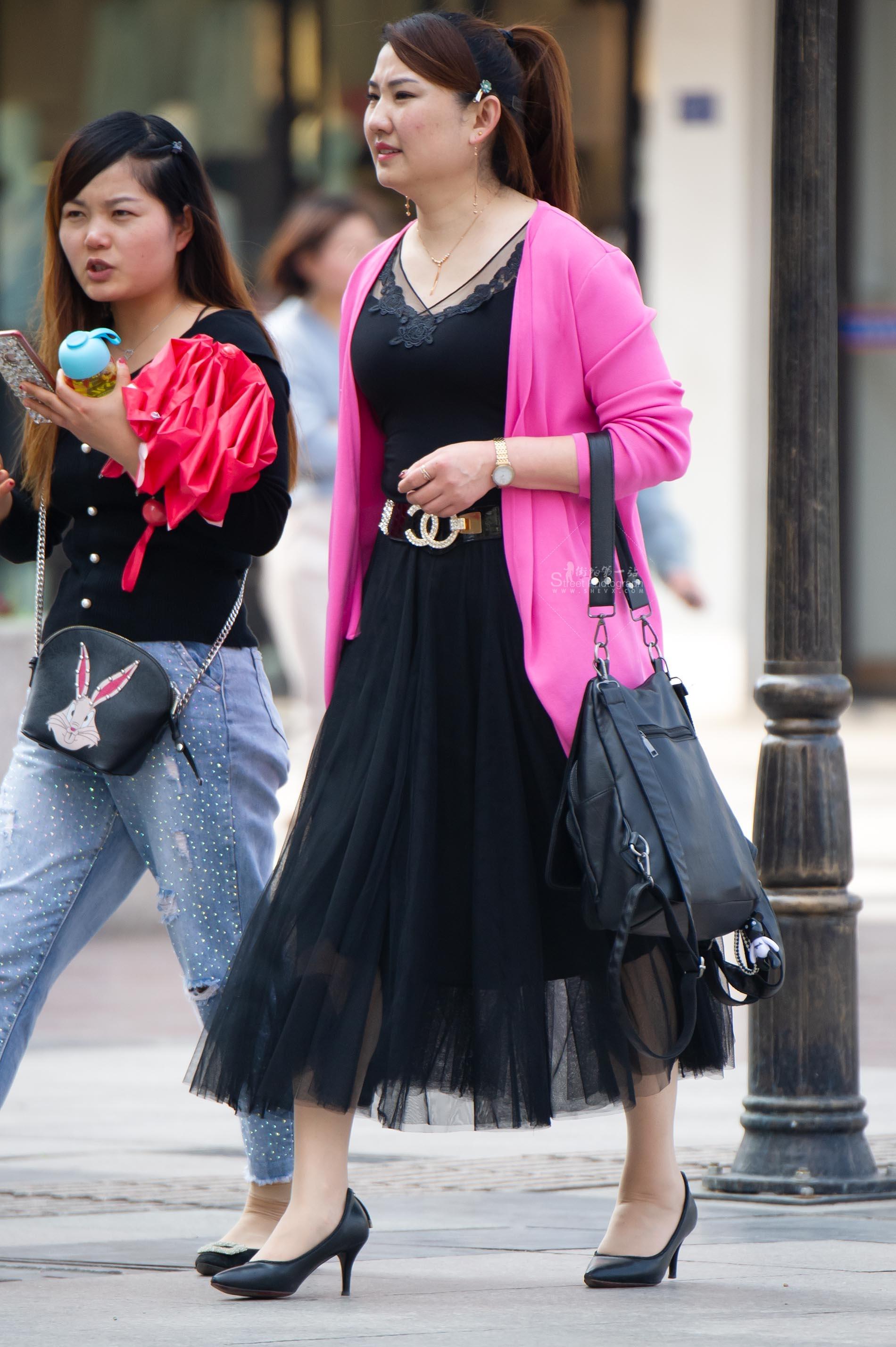 街拍高跟,街拍丝袜 【原创】丰满的丝袜 高跟鞋【11P】 最新街拍丝袜图片 街拍丝袜第一站
