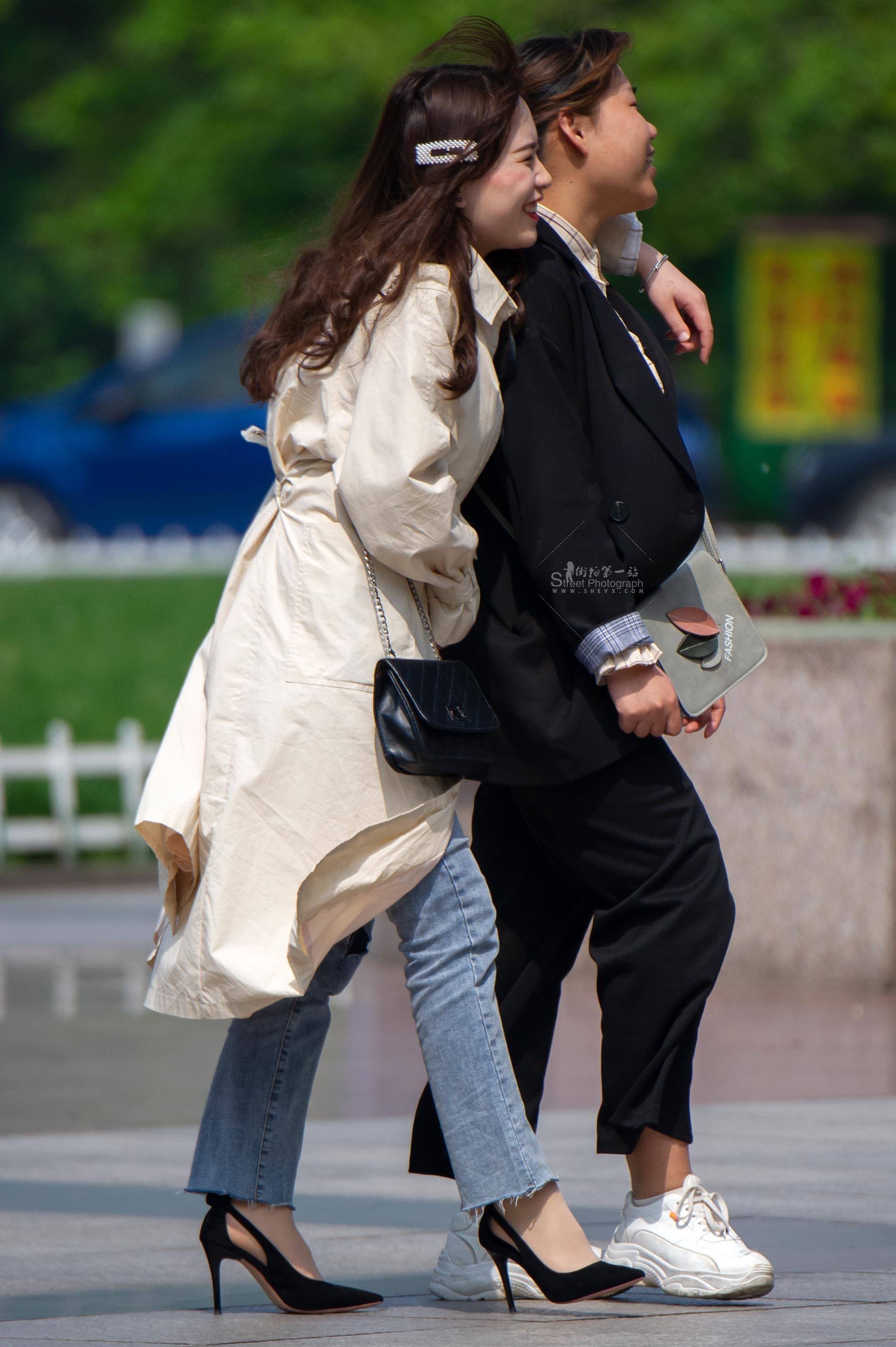 街拍丝袜,街拍高跟 【原创】 丝袜高跟妹纸笑得很开心【11P】 最新街拍丝袜图片 街拍丝袜第一站