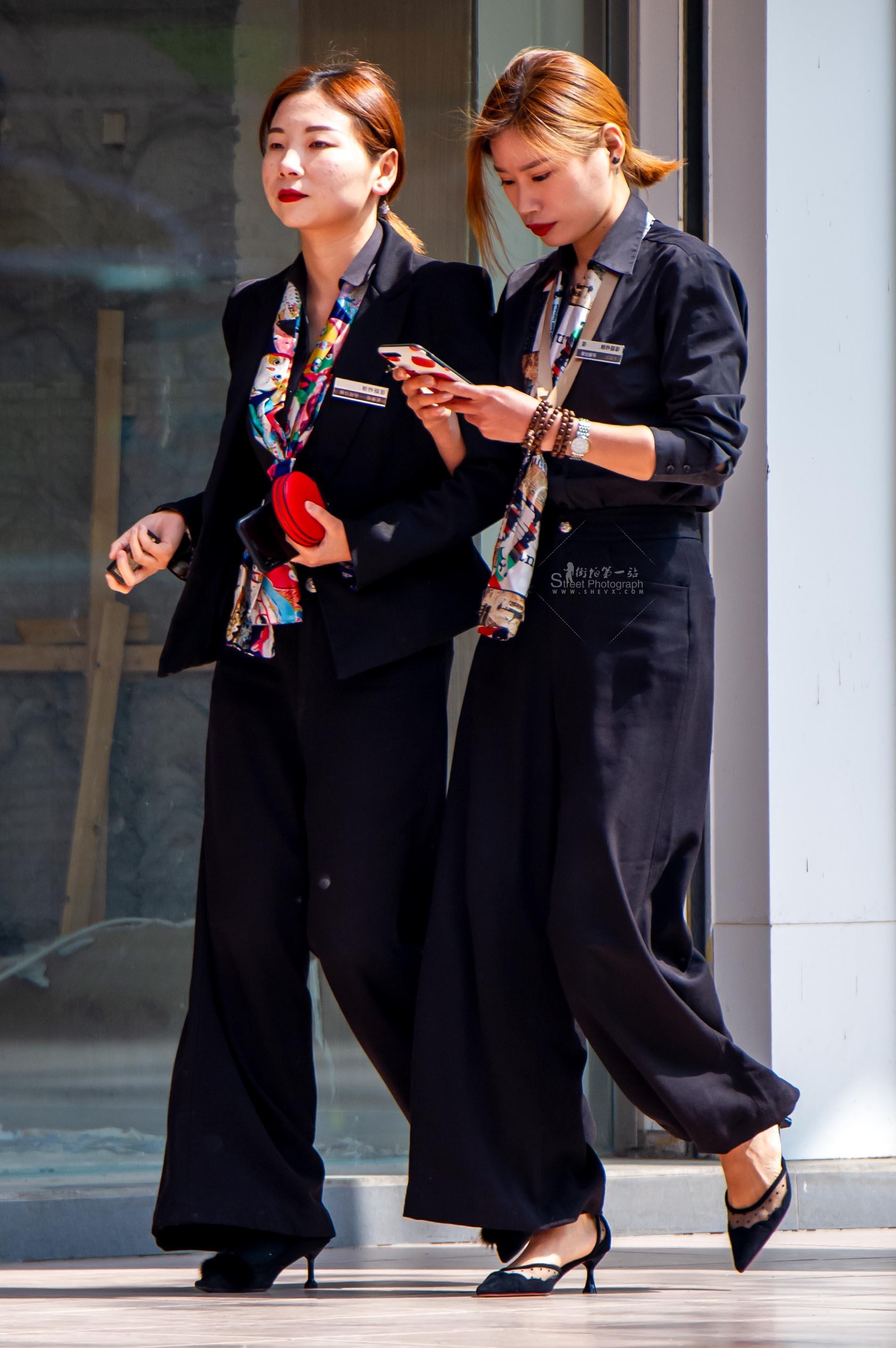 【原创】职业装妹纸二人行【10P】 最新街拍丝袜图片 街拍丝袜第一站