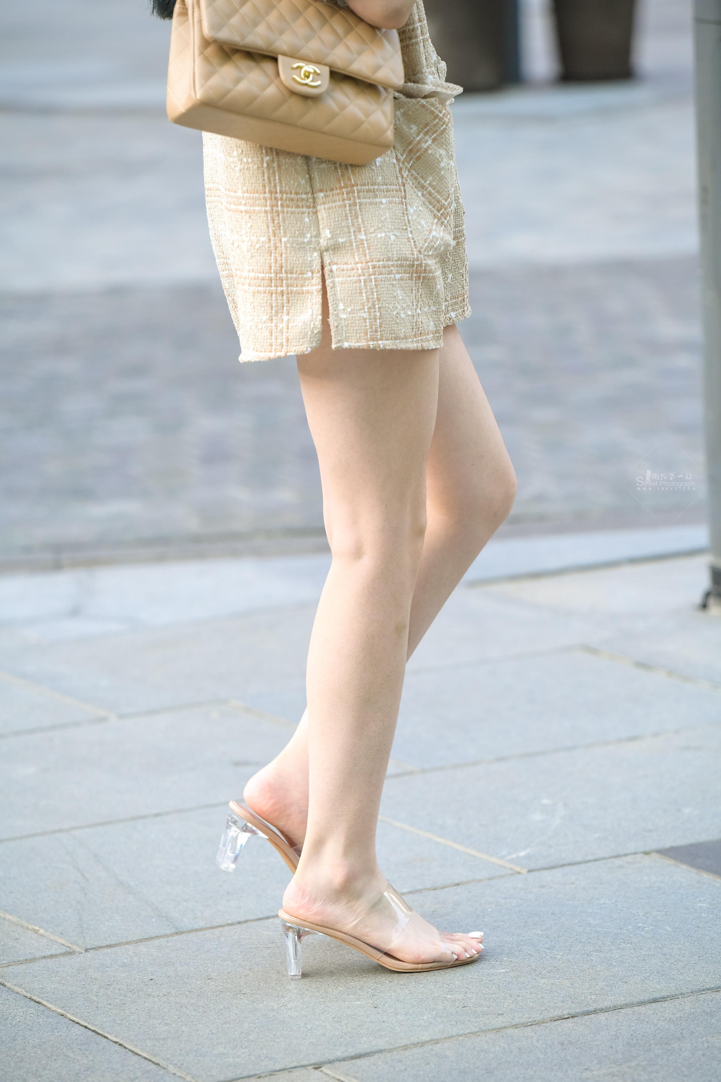 街拍美女,街拍高跟 白皙长高跟 美女 最新街拍丝袜图片 街拍丝袜第一站