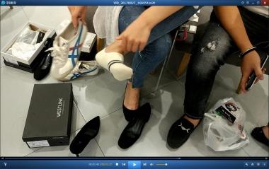 洗面奶视频  血管充盈的船袜嫩足街拍美女试鞋[02:33] 街拍第一站全网原创独发!