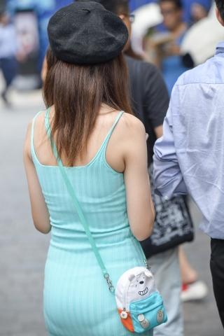 绿色 紧身裙美女-街拍丝袜第一站