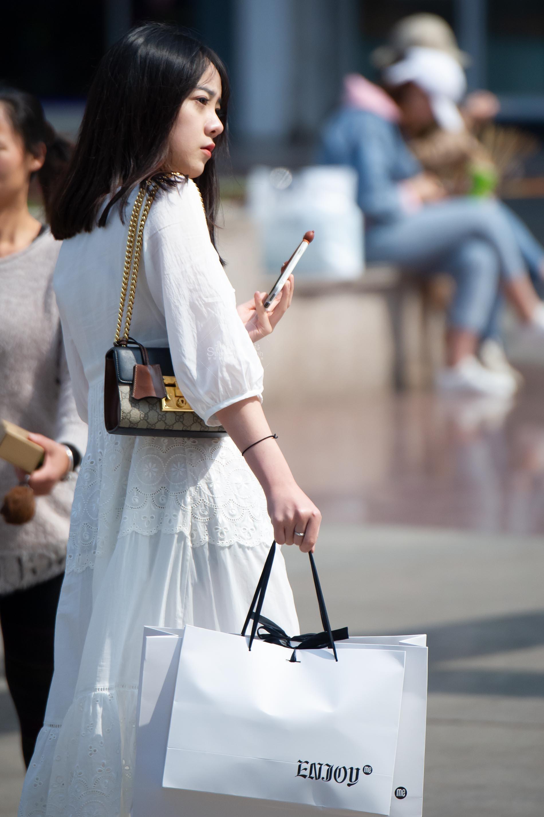 【原创】美丽可爱的白裙妹纸【11P】 最新街拍丝袜图片 街拍丝袜第一站