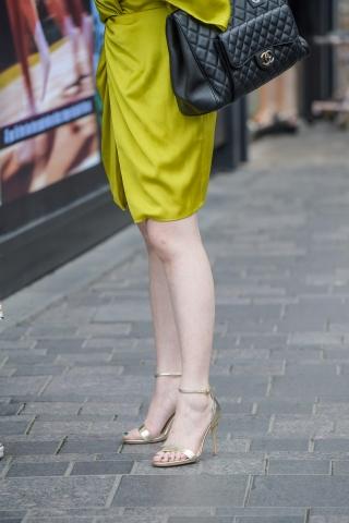街拍套图超市(招聘原创)  119张白皙长腿高跟魅腿风韵街拍美女,成熟的味道 街拍第一站全网原创独发!