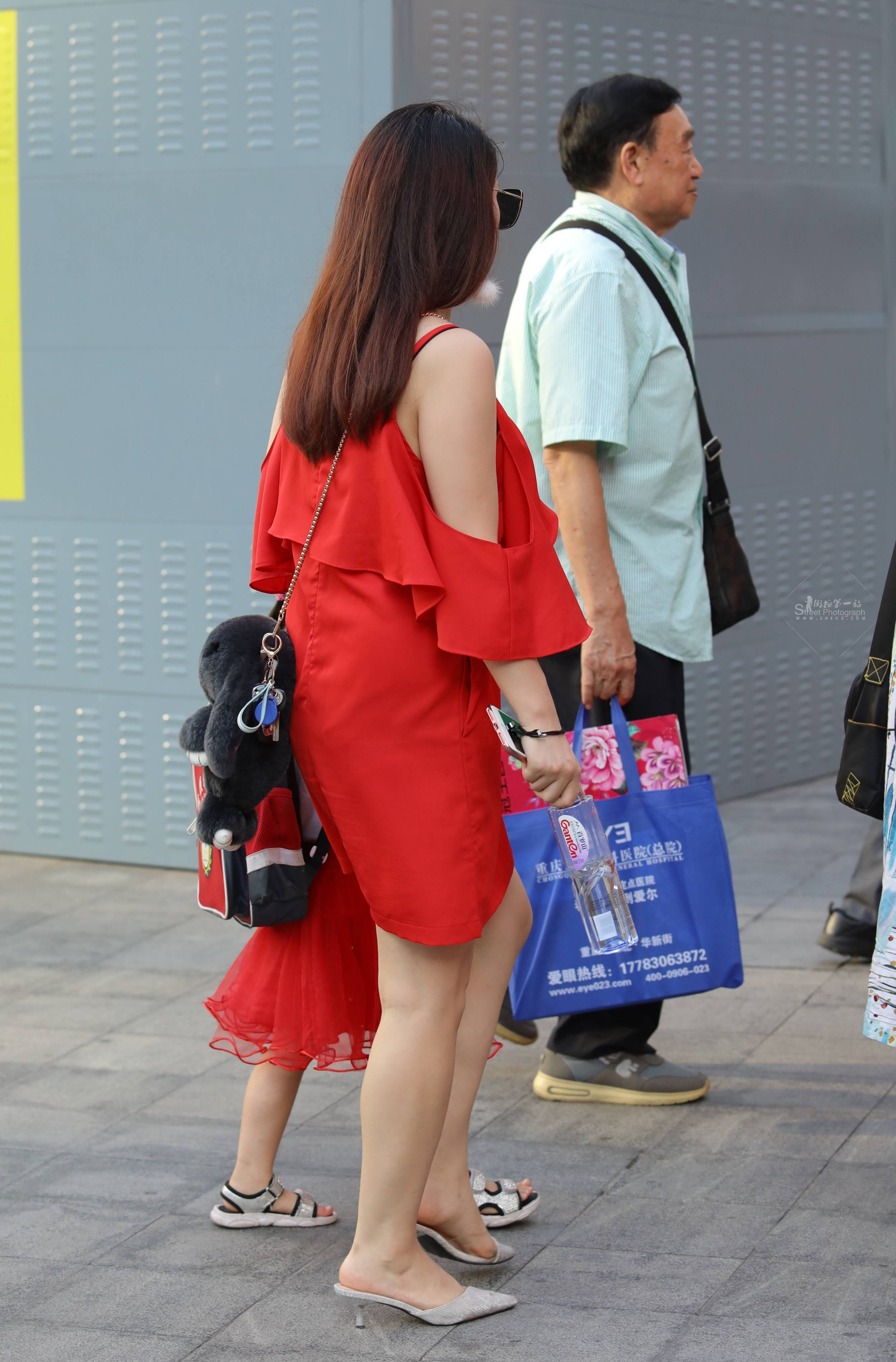 街拍高跟 【珏一笑而过】红裙 高跟 最新街拍丝袜图片 街拍丝袜第一站