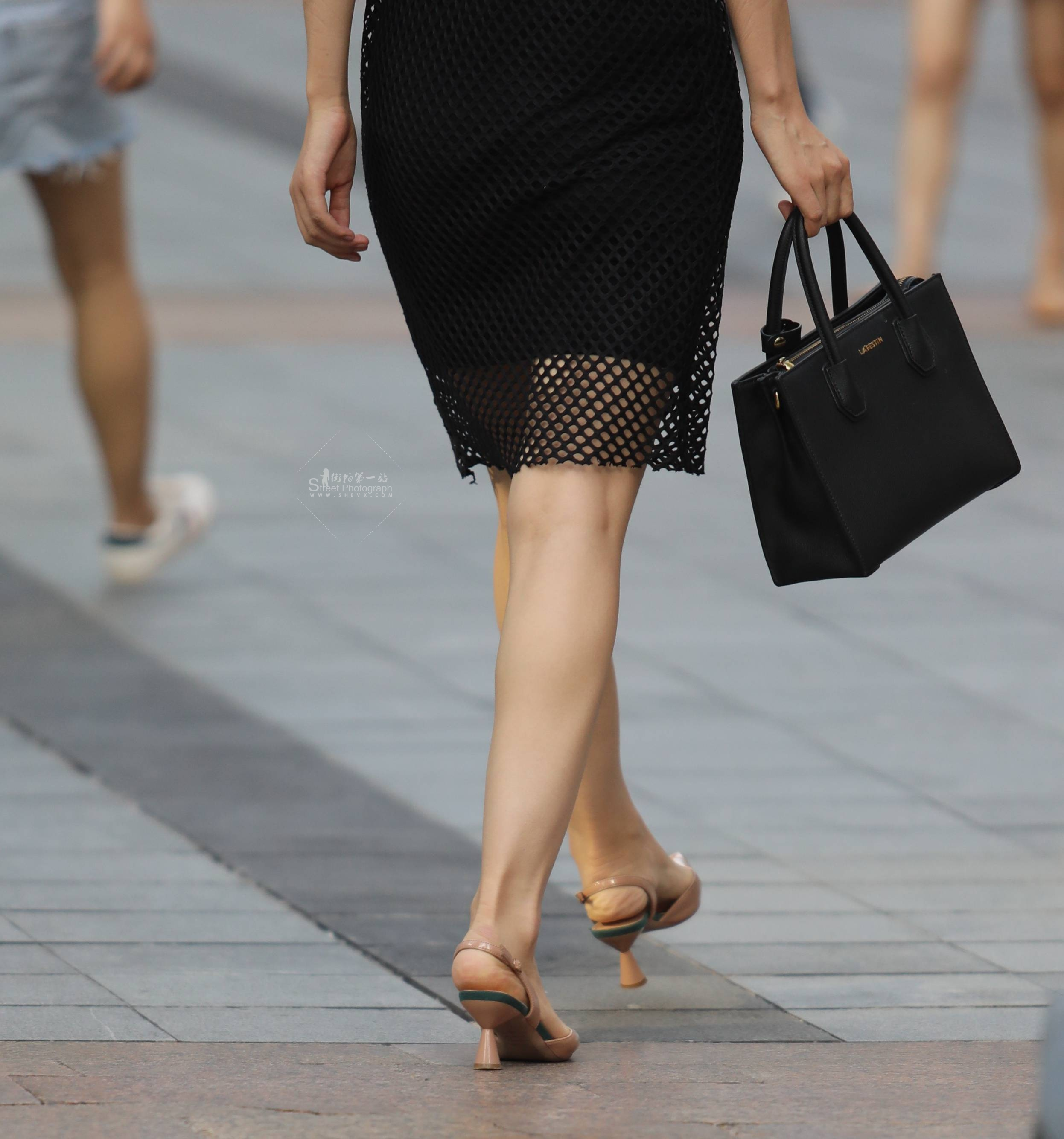 街拍高跟 【珏一笑而过】气质黑裙 高跟 最新街拍丝袜图片 街拍丝袜第一站