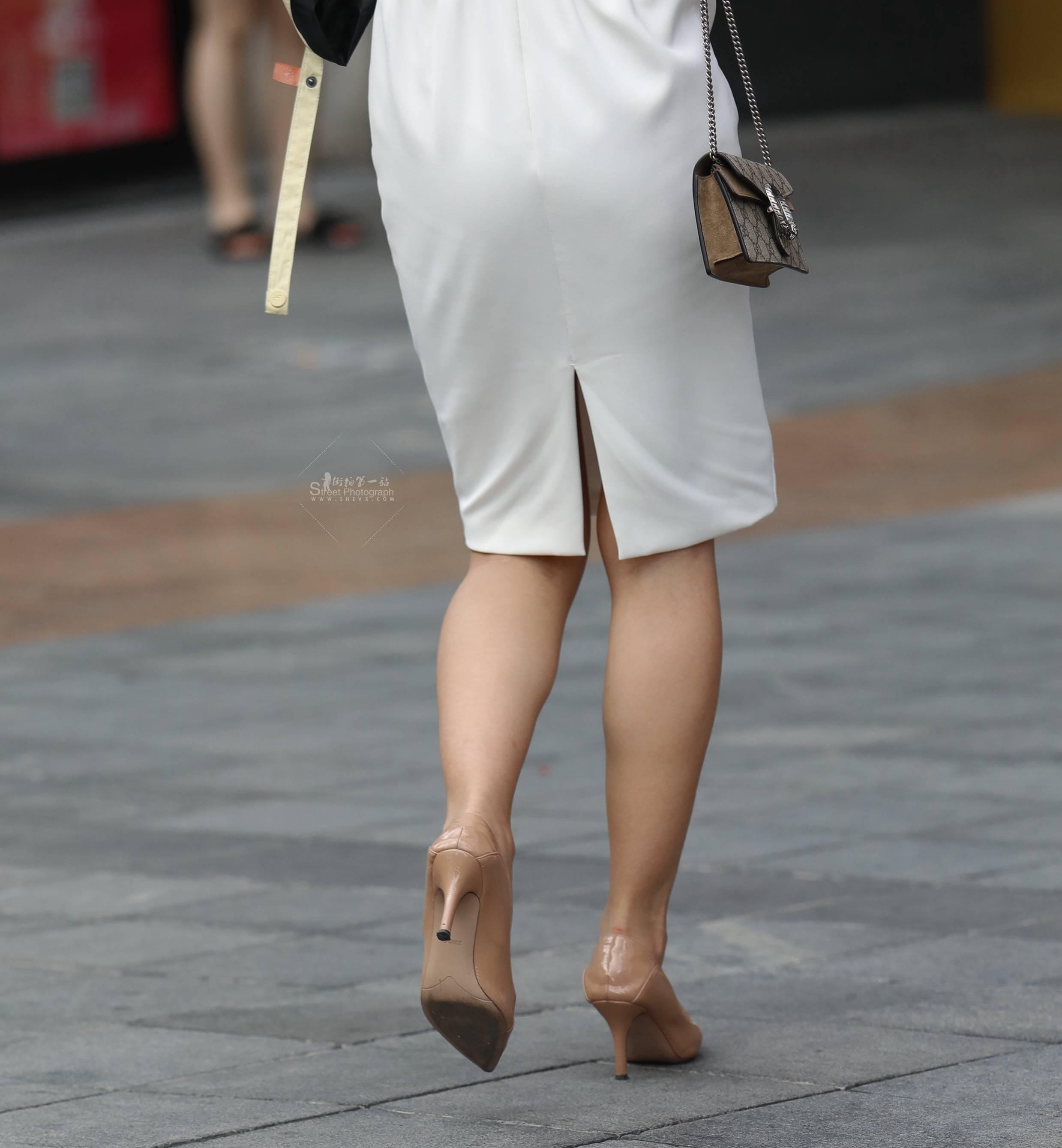 街拍高跟 【珏一笑而过】白裙 高跟Shao Fu 最新街拍丝袜图片 街拍丝袜第一站