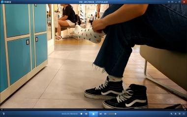 洗面奶视频  夏日穿高帮鞋的棉袜街拍美女味道可期[02:51] 街拍第一站全网原创独发!