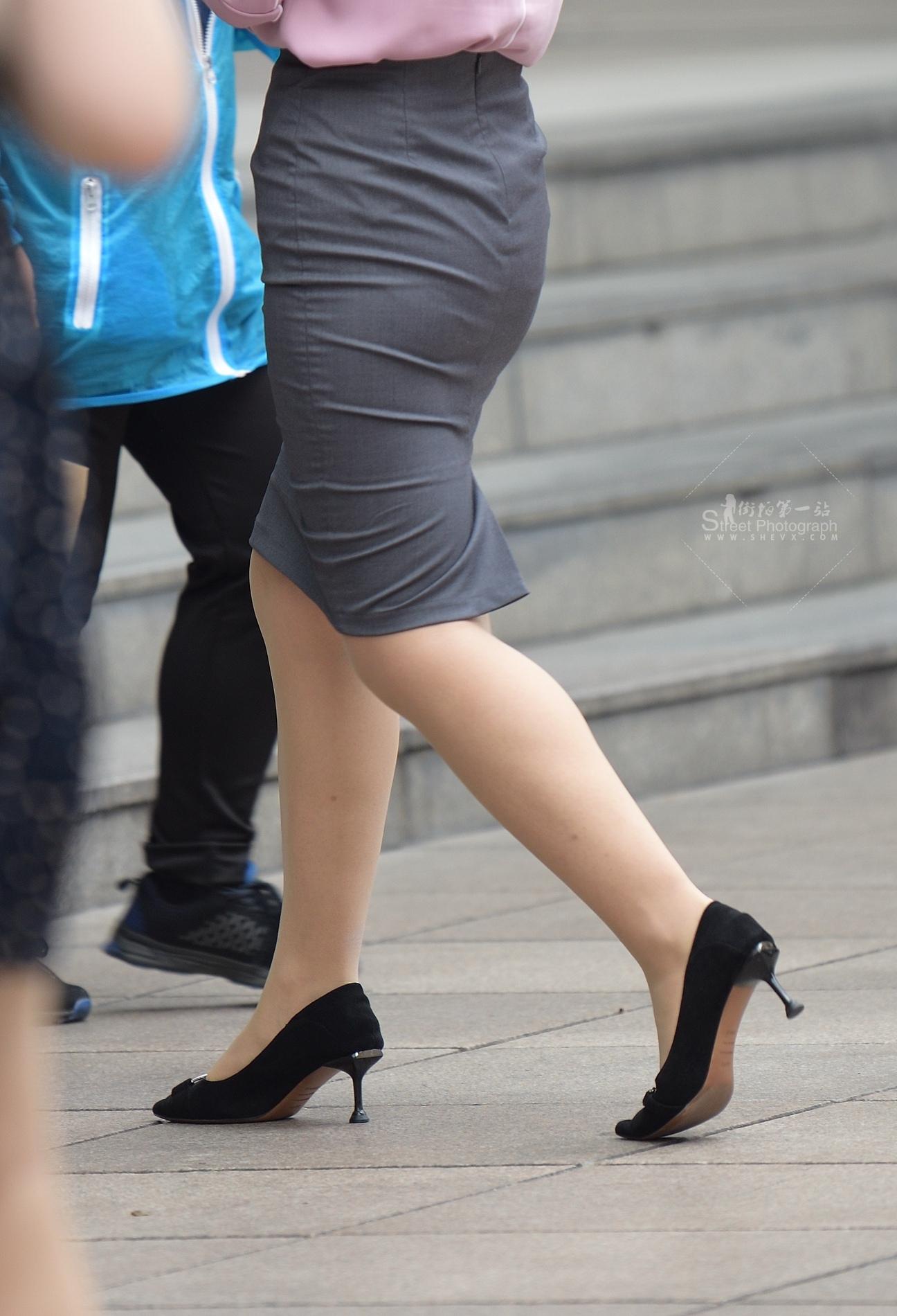 街拍絲襪 發現肉 絲襪,飛奔過去,拍攝只有10秒鐘 最新街拍絲襪圖片 街拍絲襪第一站