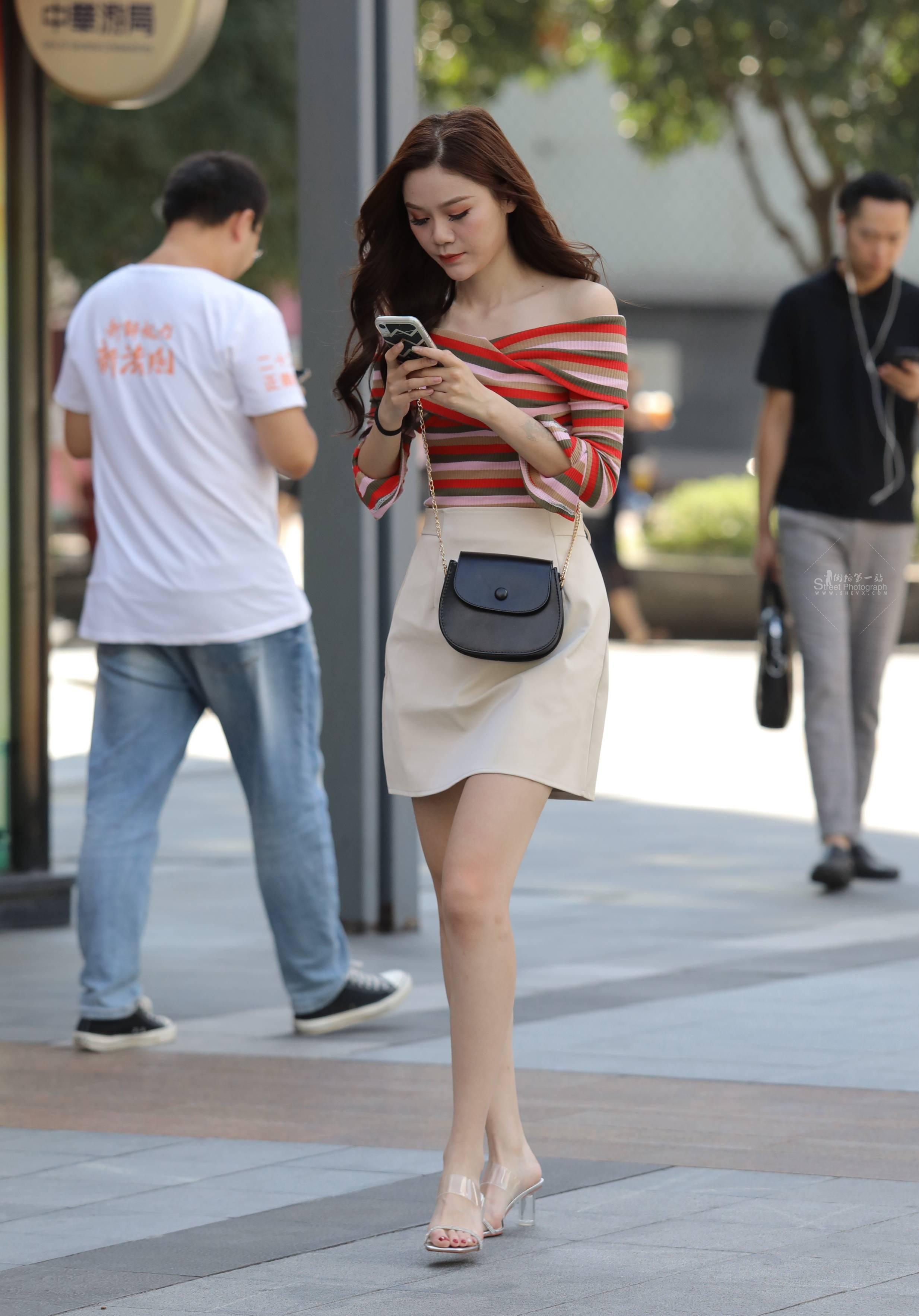 街拍高跟,街拍长腿 【珏一笑而过】长腿 高跟Shao Fu 最新街拍丝袜图片 街拍丝袜第一站