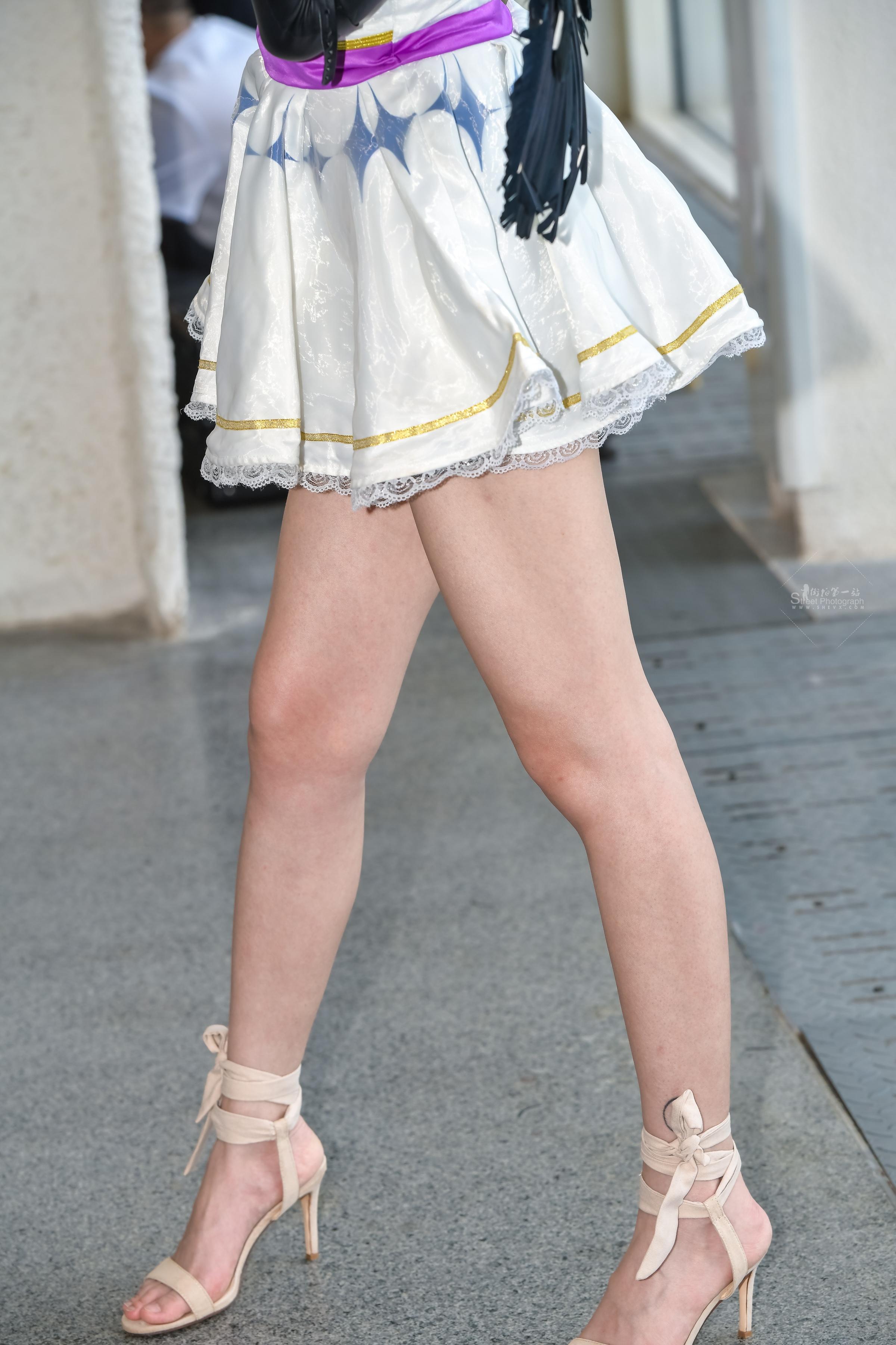 街拍高跟 我为足狂,这个姑娘实在太美,腿好 高跟也不错, 最新街拍丝袜图片 街拍丝袜第一站