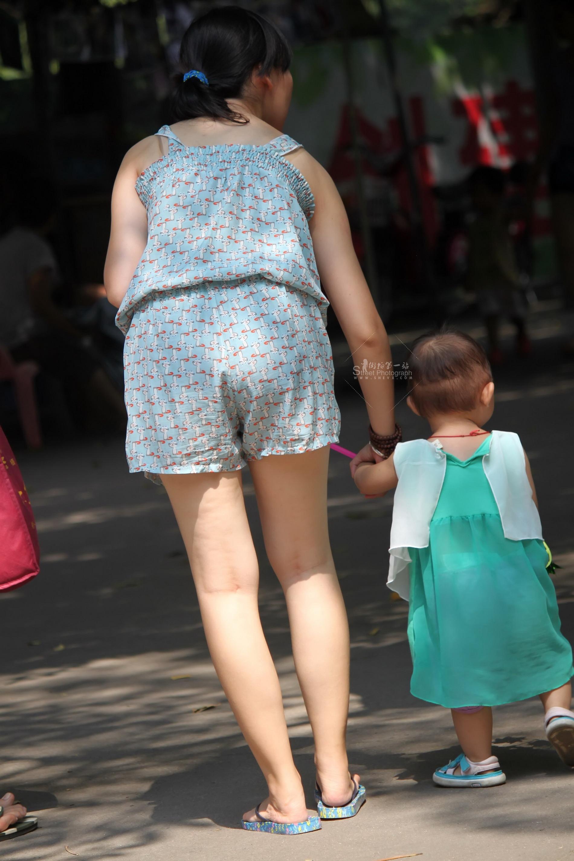 清凉少 妇【15P】 最新街拍丝袜图片 街拍丝袜第一站