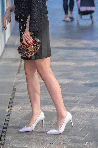 街拍套图超市(招聘原创)  白色高跟红润街拍长腿气质美女拍时装MV-蹭拍 街拍第一站全网原创独发!