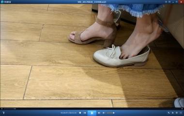 洗面奶视频  超**的玉足街拍美女试穿凉鞋[01:52] 街拍第一站全网原创独发!