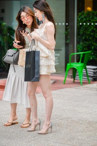 时尚靓丽的套装高跟玉腿街拍美女