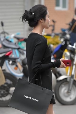 黑色衣服對不上焦,頂級相機也是個渣