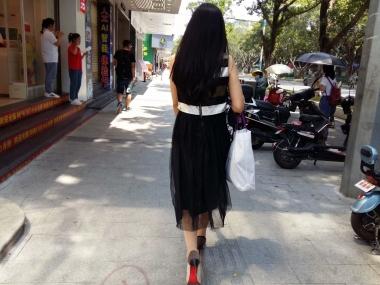 [原创申请客服QQ:1245904381]  穿着肉色超薄透明连裤街拍丝袜和高跟鞋的女人 街拍第一站全网原创独发!