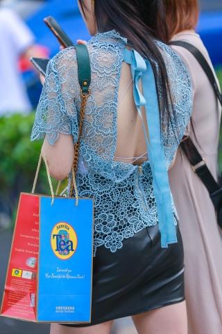 街拍套图超市(招聘原创)  蕾丝衫气质露背装时尚高跟街拍长腿姑娘的时尚和特写 街拍第一站全网原创独发!