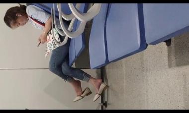 爱在provence视频  小美女街拍挑鞋休息 街拍第一站全网原创独发!