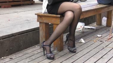 4K丝袜视频  【魔术师4K】压箱底珍品!面对她的街拍黑丝凉高,我的抵抗力瞬间为零 7分55秒 街拍第一站全网原创独发!