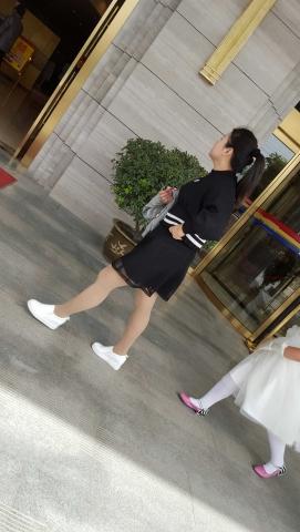 [原创练习作业/水平提高交流]  匆忙奔向婚礼现场的街拍肉丝袜**Shao Fu[9P] 街拍第一站全网原创独发!