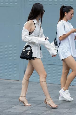 特约名家街拍  俊风摄影+重庆9月73贴 身材很好兴感绑腿凉高M腿Shao Fu 街拍第一站全网原创独发!