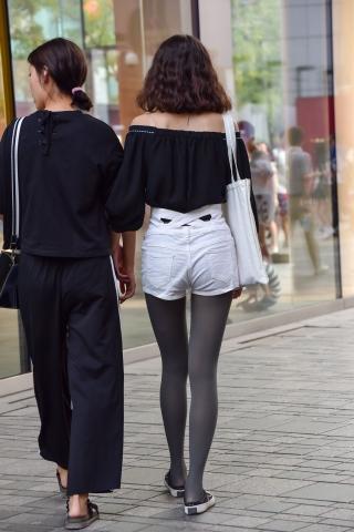 特约名家街拍  灰色街拍丝袜白短裤 街拍第一站全网原创独发!