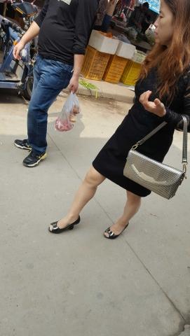 [原创练习作业/水平提高交流]  中熟腿上的街拍超薄肉丝袜好诱人[8P] 街拍第一站全网原创独发!