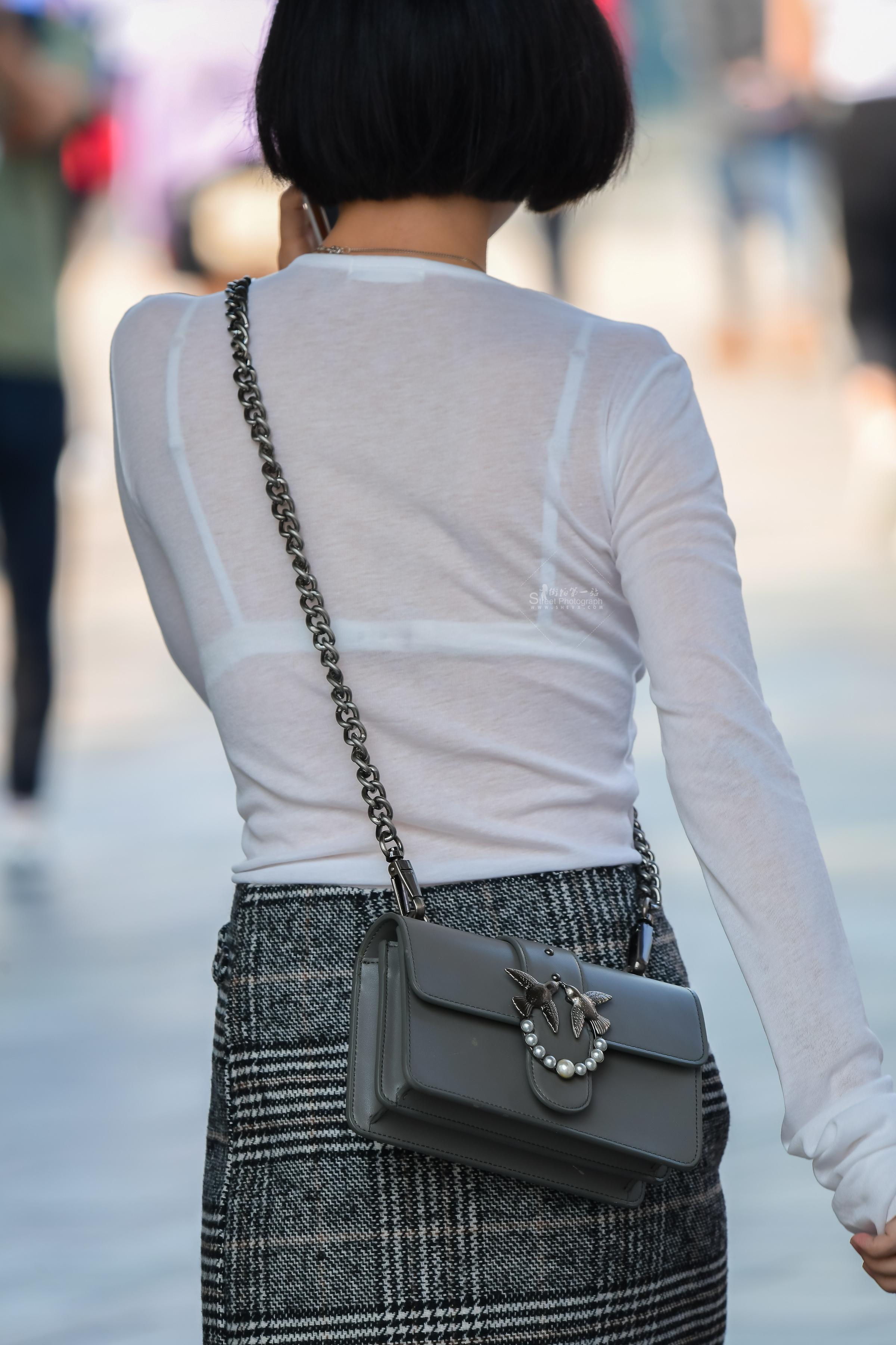 这个上衣街拍高跟美女腿很美,背影太有魅力 - 特约名家街拍- 街拍第一站