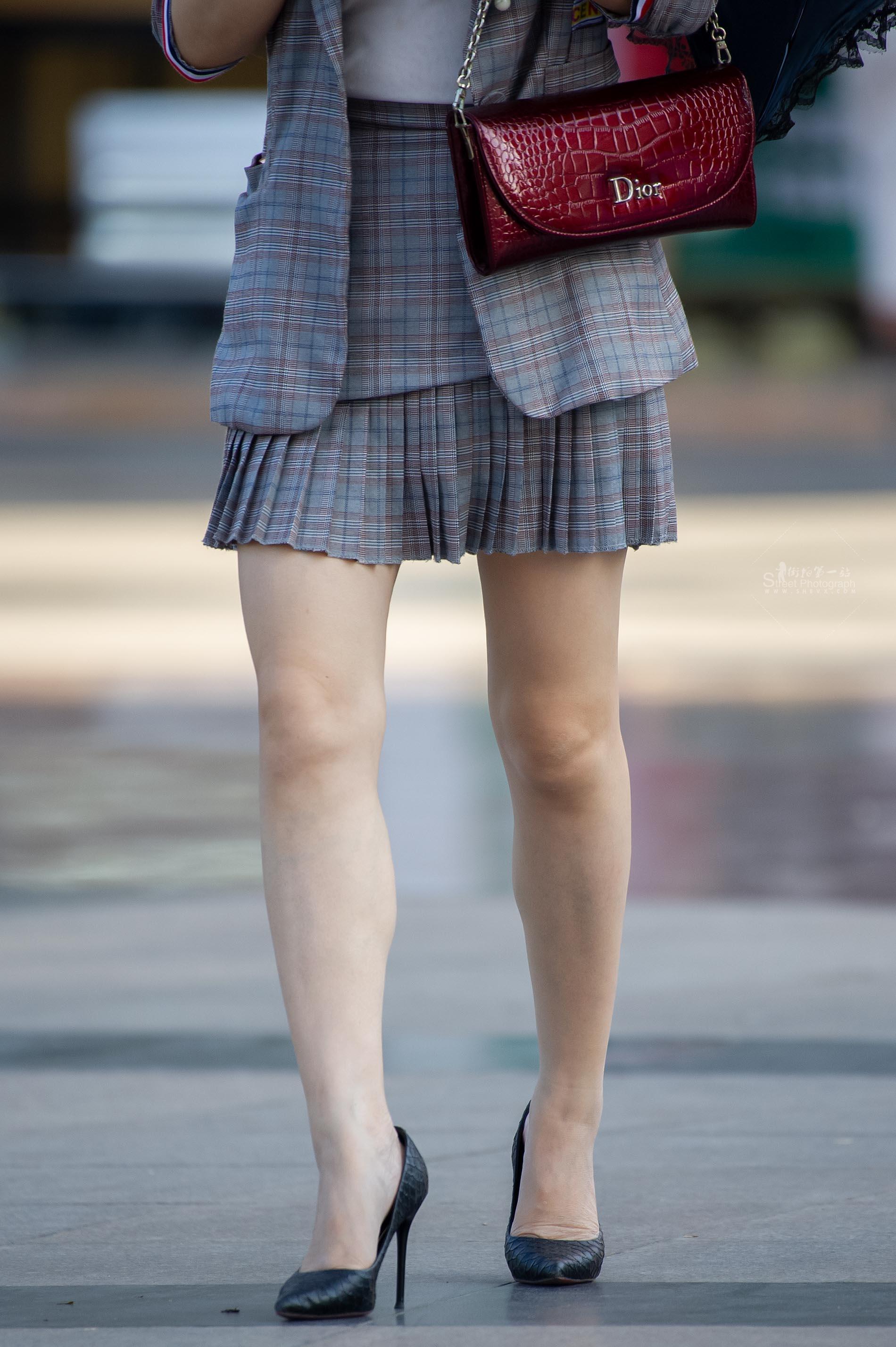 街拍高跟 【原創】絲襪的裸腿細 高跟兩枚【15P】 最新街拍絲襪圖片 街拍絲襪第一站