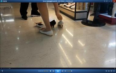 视频金币超市  35码小脚街拍丝袜美女找不到合适的鞋子反复试穿[08:55] 街拍第一站全网原创独发!