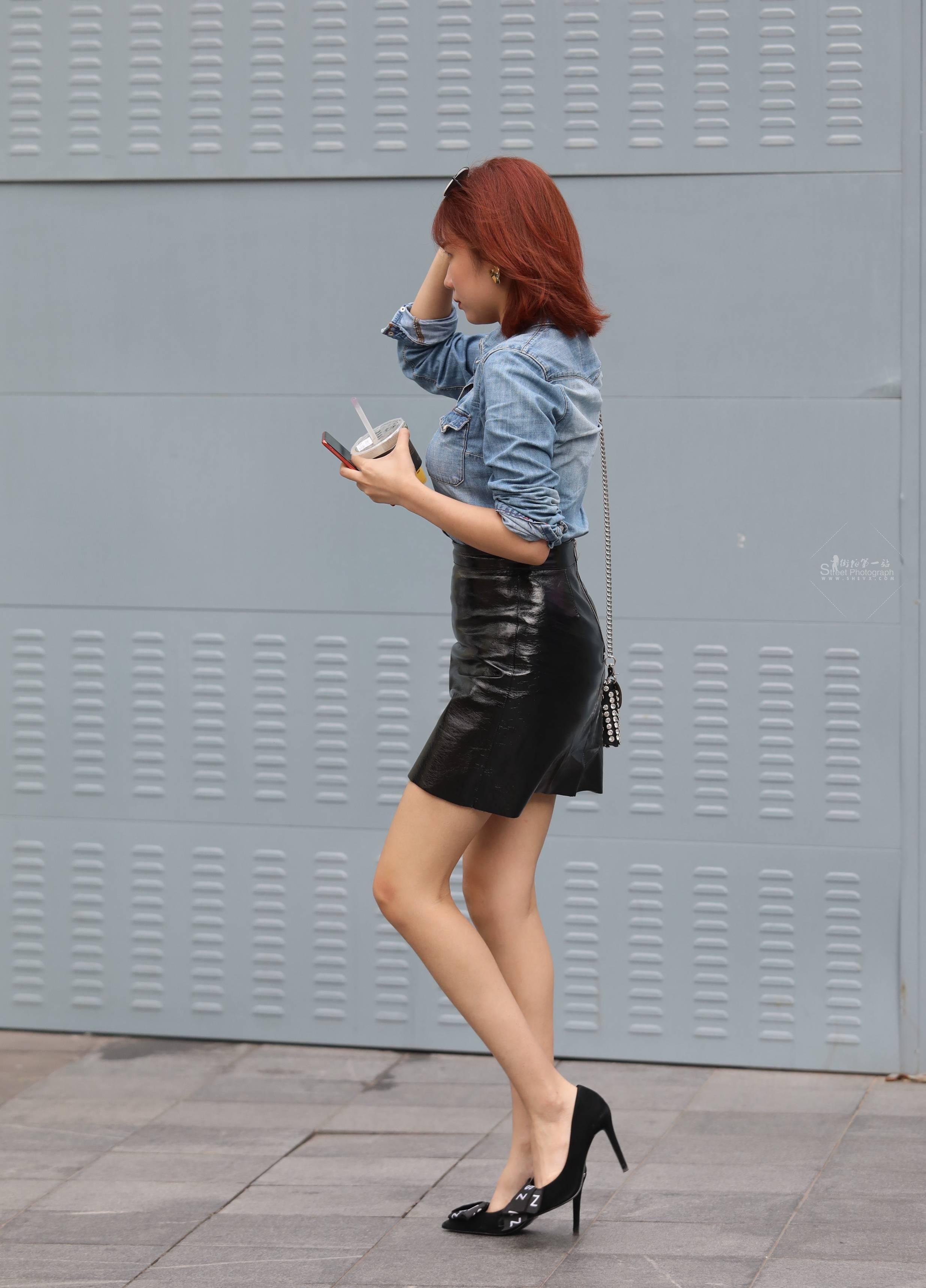街拍高跟 【玨一笑而過】誘惑皮裙 高跟Shao Fu 最新街拍絲襪圖片 街拍絲襪第一站