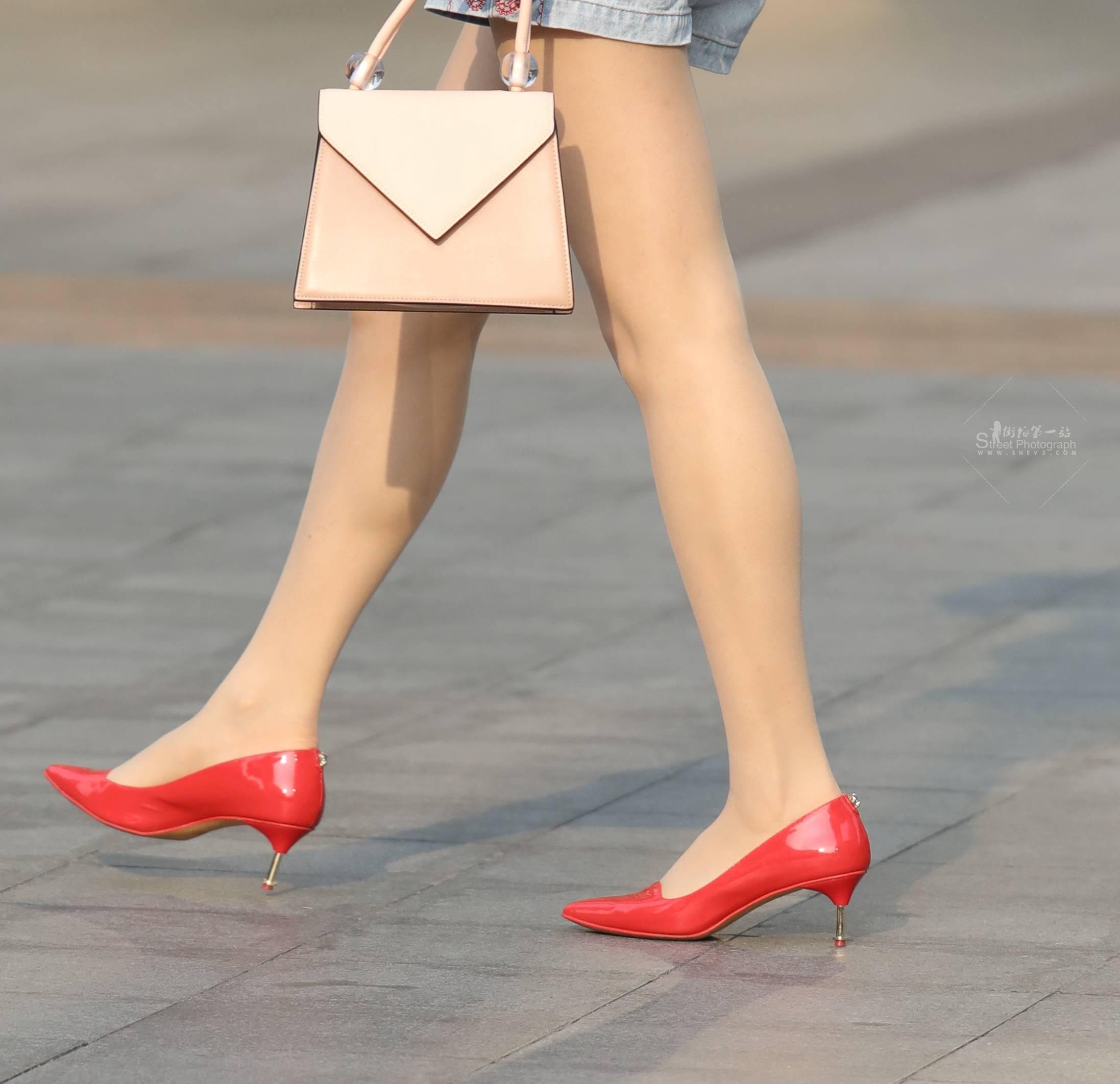 街拍高跟,街拍肉絲襪,街拍絲襪,街拍肉絲襪襪 【玨一笑而過】肉絲襪 高跟Shao Fu 最新街拍絲襪圖片 街拍絲襪第一站