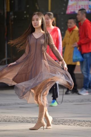 VIP街拍图片发布  长发拍照纱裙-14张 街拍第一站全网原创独发!