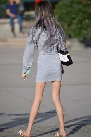 VIP街拍图片发布  长发灰裙=22张 街拍第一站全网原创独发!