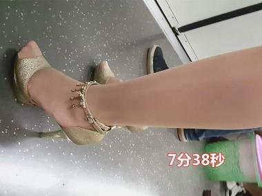 BBC街拍视频  ** 气质Shao Fu的银色高跟街拍丝袜 街拍第一站全网原创独发!