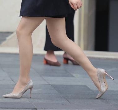 【珏一笑而过】极品肉丝袜街拍高跟鞋