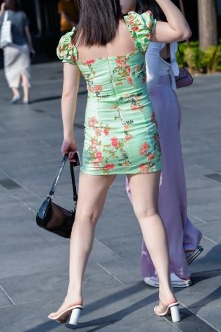 印花街拍包臀裙白玉藕长腿裸跟高跟鞋美女